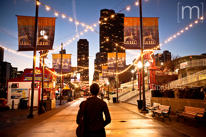 a travel photo of navy pier at night in chicago