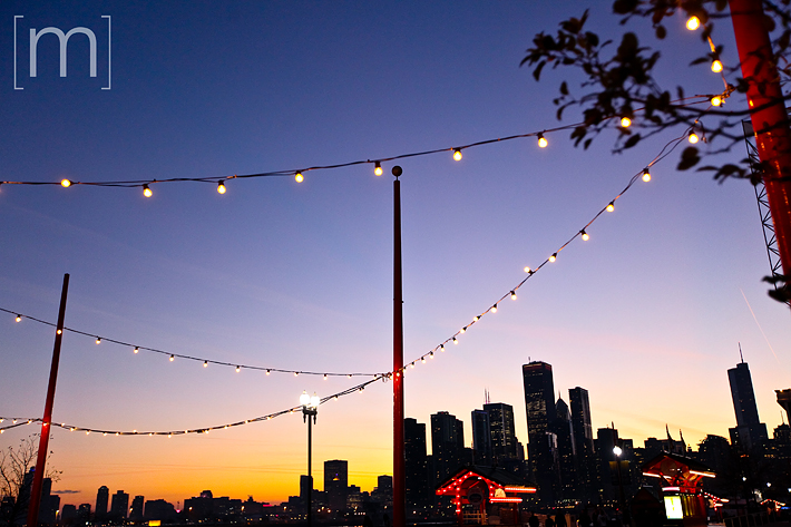 a travel photo of navy pier sunset in chicago