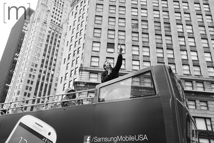 a travel photo of a tour guide operator in chicago
