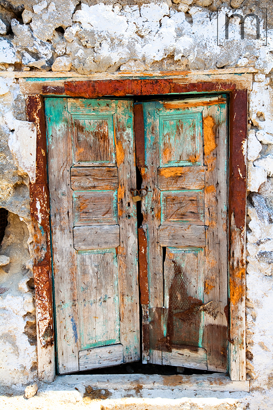 a travel photo of a cool doorway in santorini greece