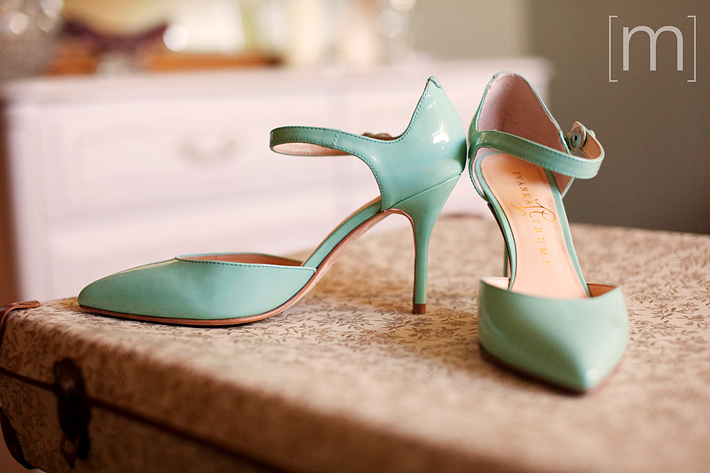 wedding_photography_notl_chateau_des_charmes_mint_wedding_shoes