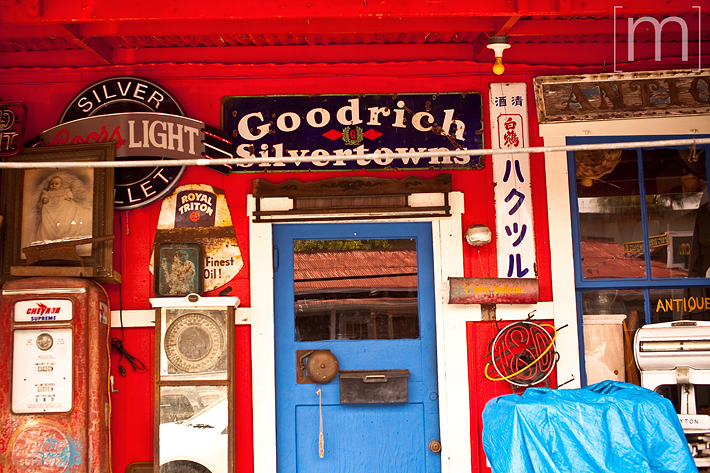 a travel photo of an antique shop in kona hawaii