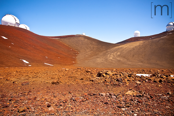 a travel photo of the top of mauna kea hawaii